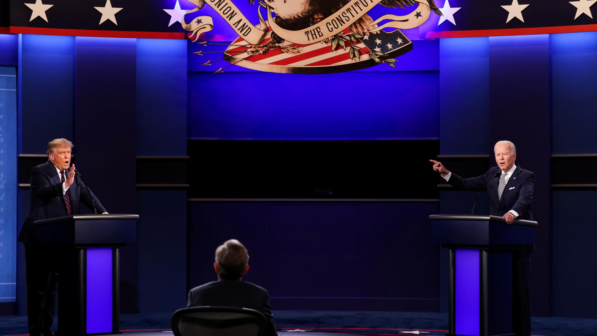 Le premier débat télévisé des candidats à la présidentielle américaine avec Donald Trump (G) et Joe Biden, le 29 septembre 2020 à Cleveland, dans l'Etat de l'Ohio.