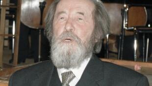Nhà văn Alexandre Soljenitsyne tại Matxcơva, 12/1998 (RIA Novosti)