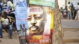 Un portrait du journaliste Norbert Zongo à Ouagadougou lors d'une marche du souvenir en son hommage.