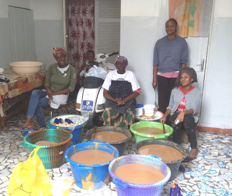 Wanawake nchini Senegal wakiwa kazini wakipika mlo wa Ijumaa.