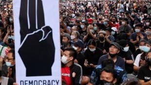 2020-10-25T112944Z_1825542133_RC2NPJ9T5K6R_RTRMADP_3_THAILAND-PROTESTS