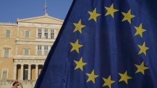 Representantes europeus e do FMI estão em Atenas para discutir, durante três semanas, as modalidades do terceiro plano de resgate financeiro.