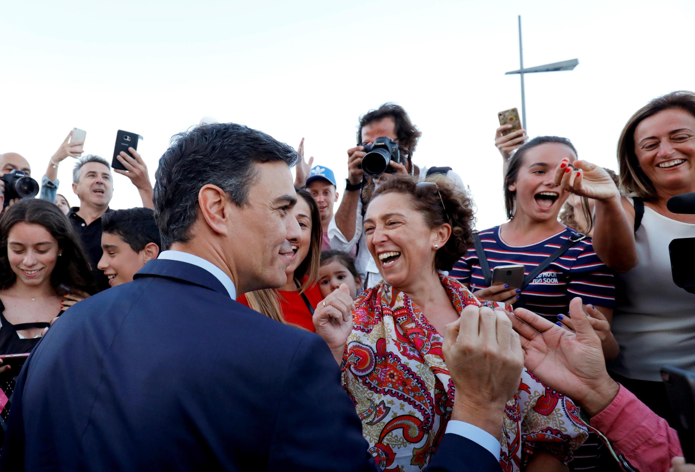 Thủ tướng Tây Ban Nha Pedro Sanchez gặp người dân Bồ Đào Nha tại Lisboa, ngày 27/07/2018.