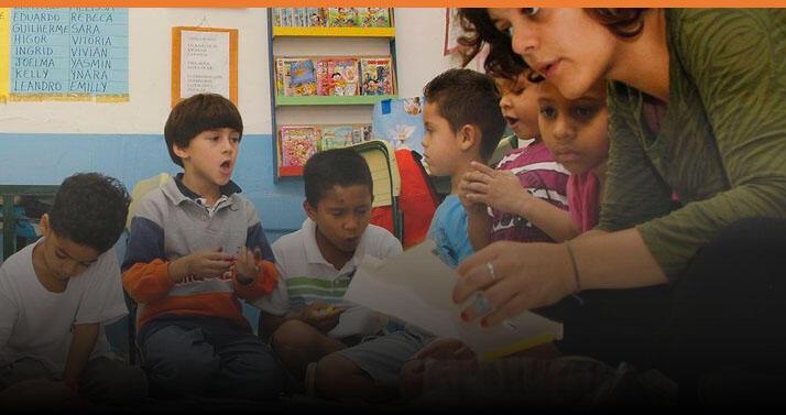 Crianças discutem a apreensão causada pela epidemia da dengue nas escolas.