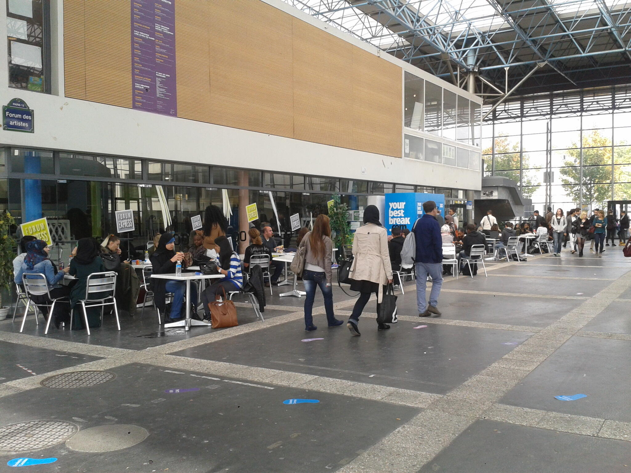 Des étudiants au «Forum» de l'université Paris XIII-Villetaneuse