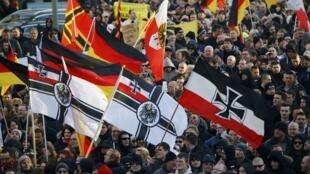 Manifestation du mouvement Pegida, le 9 janvier 2016 à Cologne, théâtre d'une vague d'agressions lors de la soirée du Nouvel An dont la plupart des auteurs identifiés étaient selon la police des réfugiés ou des immigrés illégaux.
