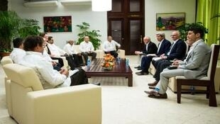 John Kerry en reunión con delegación de las FARC en La Habana