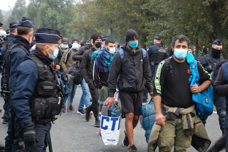 migrants-calais-police-evacuation