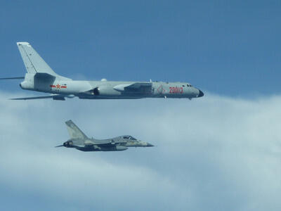 台灣發布2張由空軍拍攝的解放軍轟6K軍機照片。