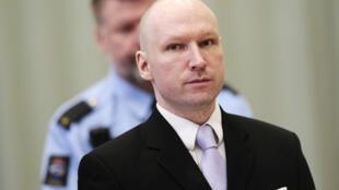 """Anders Behring Breivik se queixava das condições """"desumanas"""" de sua prisão."""