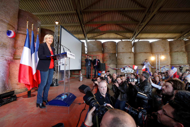 Предвыборный митинг Марин Ле Пен на молочной ферме в Бретани, 30 марта 2017 года