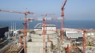 Vue générale du site de Flamanville, nord-ouest de la France, où l'on construit le premier réacteur nucléaire EPR.
