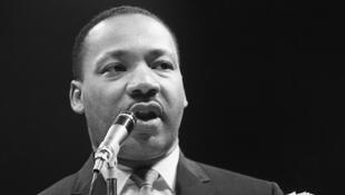 Martin Luther King, le 29 mars 1966, à Paris au Palais des Sports, pour le Mouvement pour la Paix.
