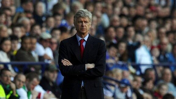 Kocha wa Arsenal, Arsene Wenger akifuatilia moja ya mechi ya timu yake