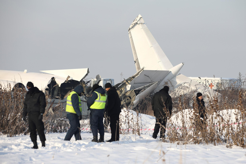 Aeronave Fokker-100 caiu logo após a decolagem em Almaty, no Cazaquistão