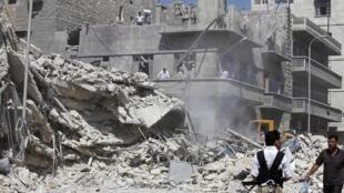 O Exército do regime de Bashar al-Assad bombardeava nesta quarta-feira ,19 vários bairros rebeldes de Aleppo, no norte da Síria.