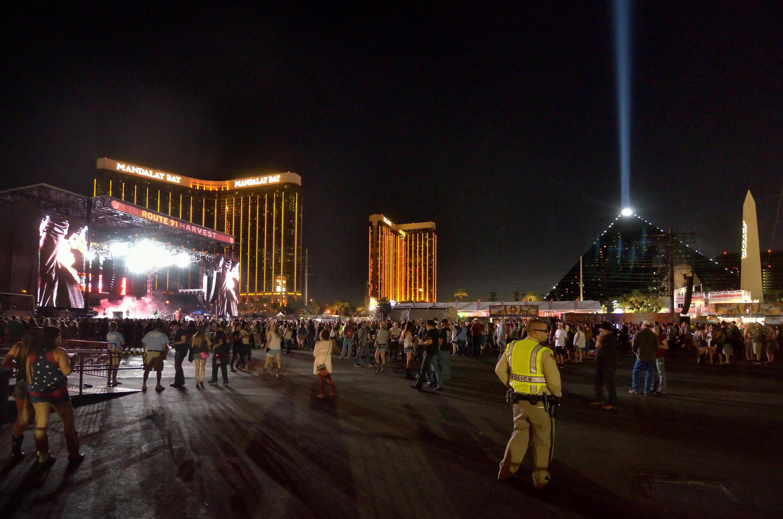 Las Vegas, kinh đô sòng bạc, bàng hoàng, chìm trong bóng tối sau vụ thảm sát đêm 01/10/2017.