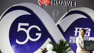 Gian hàng công nghệ 5G của Hoa Vi (Huawei) tại một hội chợ ở Trung Quốc. Ảnh chụp ngày 28/09/2018.