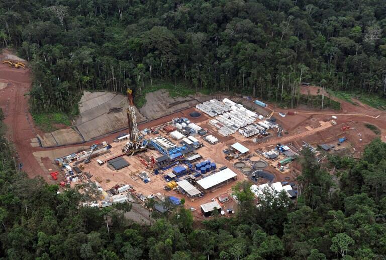 Vue aérienne du camp de prospection de gaz de Mipaya, dans la jungle amazonienne, où se trouve la réserve naturelle Nahua Kugapakori, créée en 1990 pour protéger les tribus Nanti, Nahua, Mashigenga et Mashco Piro.