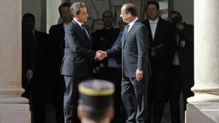 A posse de François Hollande, novo presidente francês, é o assunto principal dos jornais franceses desta terça-feira.
