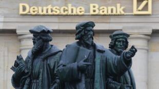 Devant la Deutsche Bank à Francfort (photo d'illustration).