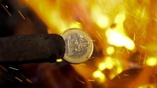 O futuro da moeda única europeia está sendo discutido em Bruxelas.