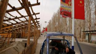 中国新疆维吾尔自治区和田附近的吉亚村 2017年3月21日