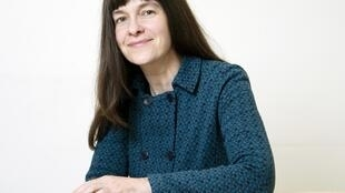 Portrait de la romancière Emmanuelle Pireyre.