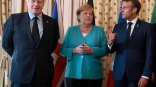 Kutoka kushoto kwenda kulia: Waziri Mkuu wa Uingereza Boris Johnson, Kansela wa Ujerumani Angela Merkel na rais wa Ufaransa Emmanuel Macron.