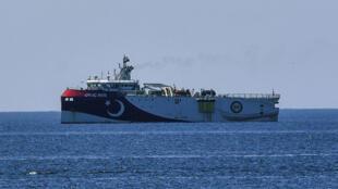 Tàu khảo sát Thổ Nhĩ Kỳ «Oruc Reis». Ảnh chụp ngày 22/07/2020, ngoài khơi thành phố Antalya, Thổ Nhĩ Kỳ.