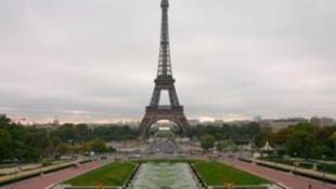 Monumento mais frequentado do mundo, a Torre Eiffel foi alvo de ameaça de atentado neste sábado, 30 de março de 2013.