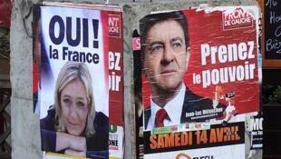 Afiches de campaña de Marine Le Pen (izquierda) y Jean Luc Mélenchon, París, el 3 de abril de 2012.