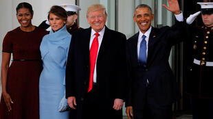 Donald e Melania Trump ladeados por Barack e Michelle Obama