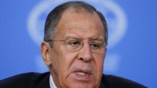រដ្ឋមន្ត្រីការបរទេសរុស្សី លោក Sergueï Lavrov នៅឱកាសសន្និសីទសាព័ត៌មានមួយនៅ Moscou ថ្ងៃទី១៥ មករា២០១៨