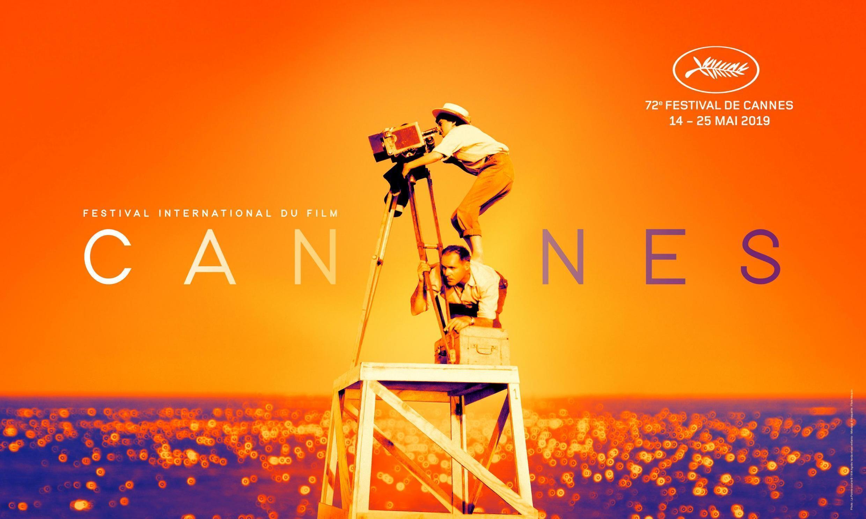 در این پوستر «انیس وردا» در حالی که از نردبانی بالا رفته بر پشت یک نفر دیگر ایستاده تا بتواند از صحنه مورد نظر خود فیلمبرداری کند.