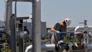 Un employé dans l'usine de traitement de biodiesel de la compagnie Cargrill, à Rosario, en Argentine.