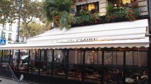 Quán Café de Flore, khu Saint-Germain-des-Prés, Paris.
