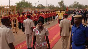 La garde présidentielle se met en place pour l'arrivée du président burkinabè au Fespaco.