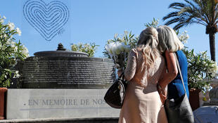 Мемориал на Английской набережной в Ницце в память о погибших в теракте 14 июля 2016.