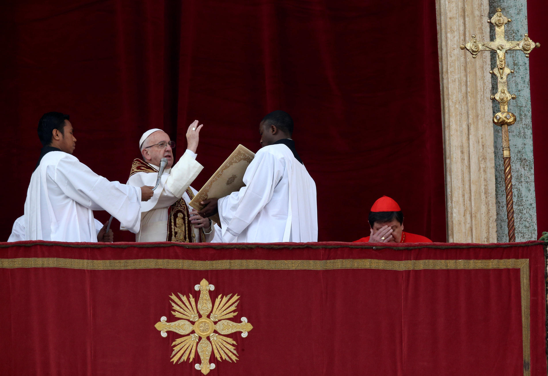 پاپ فرانسیس، رهبر کلیسای کاتولیک، در پیام خود به مناسبت میلاد مسیح، خواهان پایان جنگ در سوریه، یمن، عراق و لیبی شد.