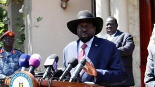Salva Kiir après la réunion avec Riek Machar au cours de laquelle les deux hommes sont parvenus à un accord pour former un gouvernement d'union, à Juba, le 17 décembre 2019.