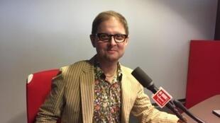 L'écrivain américain Tadzio Koelb en studio à RFI.