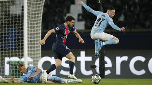 Paris St Germain's Alessandro Florenzi in action with Manchester City's Phil Foden and Oleksandr Zinchenko at Parc des Princes, 28 April 2021.