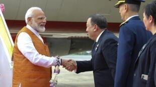 Le Premier ministre Narendra Modi est accueilli par des officiels thailandais pour le 35e sommet de l'Asean à Bangkok, le 2 novembre 2019.