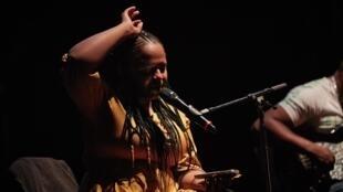 Hlengiwe Lushaba durant une représentation de «Not Another Diva».