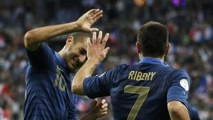 Jogadores franceses comemoram vitória contra a Bielorrússia por 3 a 1, na terça-feira 11 de setembro.
