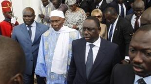 Zababben Shugaban kasar Senegal Macky Sall tare da shugaban kasa mai barin Gado Abdullahi Wade