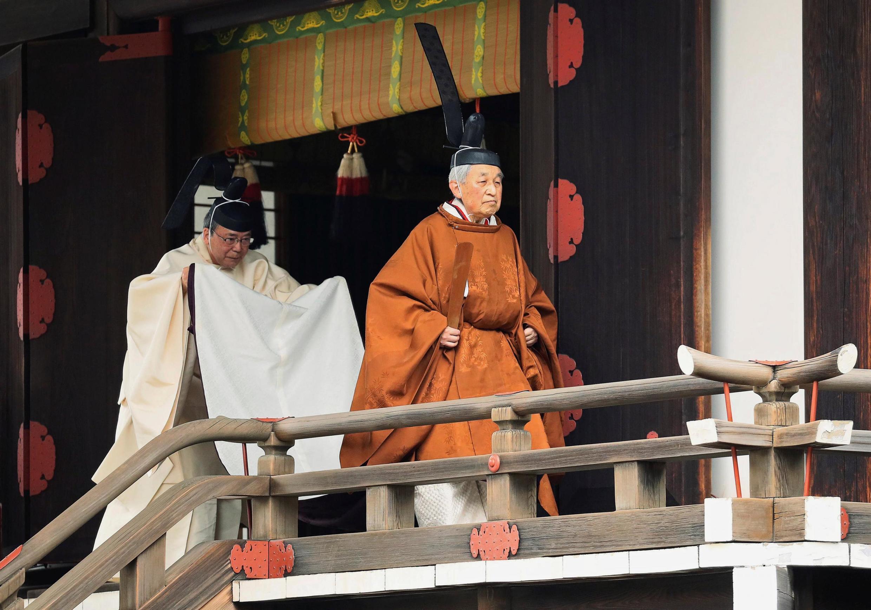Le dernier jour du règne de l'empereur Akihito du Japon, ce mardi 30 avril 2019 à Tokyo. Cette marche rituelle s'appelle «Taiirei-Tojitsu-Kashikodokoro-Omae-no-gi».