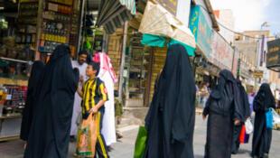 Le projet de loi introduirait des peines allant jusqu'à cinq ans de prison et une amende de 300—000 riyals (70—000—euros) pour les auteurs de harcèlement sexuel.