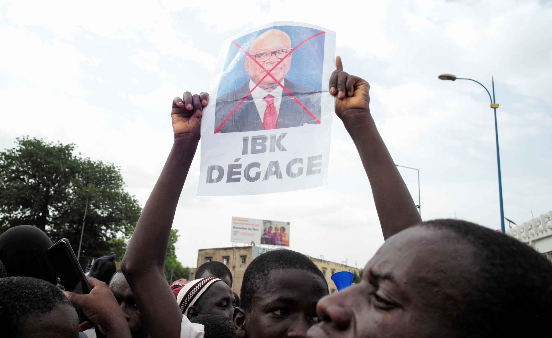 Vendredi, partis et organisations de la société civile réunis autour de l'influent imam Mahmoud Dicko ont demandé la démission du président Ibrahim Boubacar Keïta.